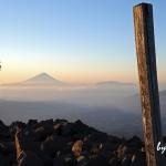 八ヶ岳・編笠山から望む富士を撮影する