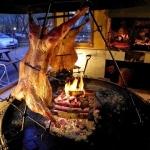 パタゴニアの伝統料理・羊のアサードを食す