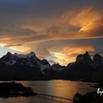 パタゴニア:パイネ国立公園の展望の宿で山岳写真撮影