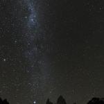 パタゴニア:フィッツロイ峰と天の川を望む野営地