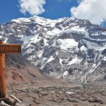南米最高峰「アコンカグア南壁」を望む展望トレッキング
