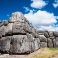 ペルー・インカの都クスコを一望する城塞:サクサイワマン遺跡