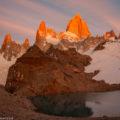 パタゴニアの絶景:フィッツロイ峰の「モルゲンロート」